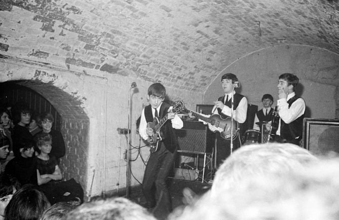 beatles-im-Cavern-Club.jpg